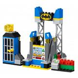 LEGO Juniors - Atacul lui Joker in Batcave