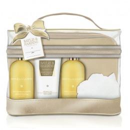 Set Cadou Baylis & Harding Sweet Mandarin & Grapefruit Luxury Bag Set – Gel de Dus pentru Par si Corp 300ml, Gel de Dus 300ml, Lotiune de Corp 200ml, Burete de Baie de la esteto.ro