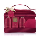 Set Cadou Baylis & Harding Midnight Fig & Pomegranate Luxury Bag Set - Gel de Dus pentru Par si Corp 300ml, Gel de Dus 300ml, Lotiune de Corp 200ml, Burete de Baie