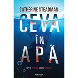 Ceva in apa, autor Catherine Stedman, editura Nemira