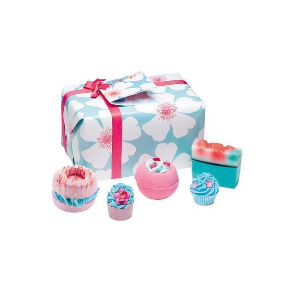 Set cadou Sky High, Bomb Cosmetics, bile de baie si sapun solid, 600 g esteto.ro
