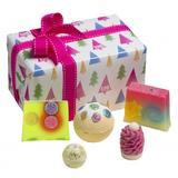 Set cadou O Christmas Tree, Bomb Cosmetics, bile de baie si sapun solid, 600 g