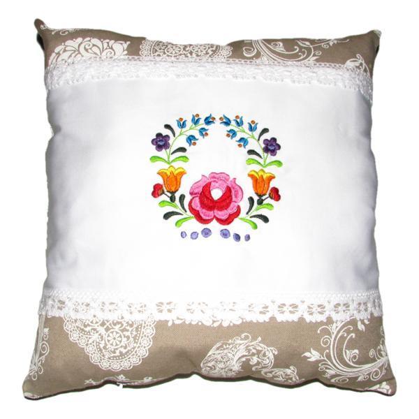 Perna brodata, Kalocsai, design 1, alb-dantela 02, 40×40 cm Happy Gifts
