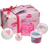 Set cadou More Amour Bomb Cosmetics, unt corp 110 ml,  2 x bila baie - 2 x 160 g, sapun 100 g, creamer 30  g