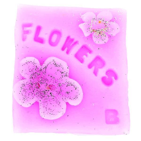 Ceara creativa parfumata Raining Flowers arome hippy Bomb Cosmetics 16 g imagine produs