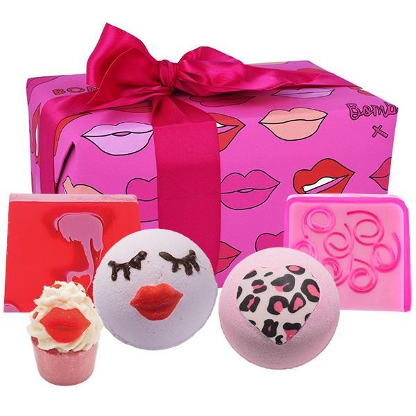 Set cadou Lip Sync Bomb Cosmetics (sapun solid 100g x 2 buc, sare baie 50g, bila baie 160g x 2 buc)