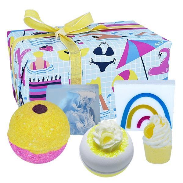 Set cadou Good Vibes Bomb Cosmetics (bila baie 160g x 2 buc, sapun solid 100g x 2 buc, sare baie 50g)