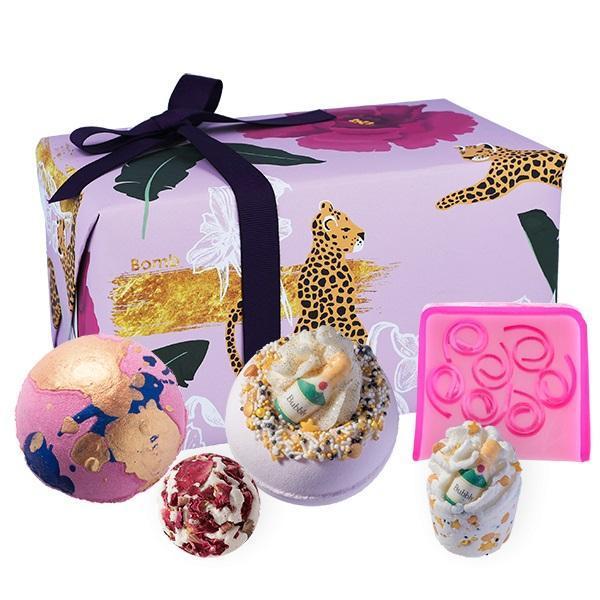 Set cadou Wild at Heart Bomb Cosmetics (bila baie x 2 buc, sare baie 50g x 2 buc, sapun solid 100g) esteto.ro
