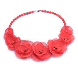 Colier elegant cu pietre semipretioase si flori, culoarea corai, Coralia, Zia Fashion